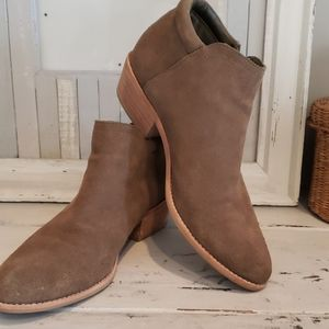 Steve Madden tobii tan suede ankle booties